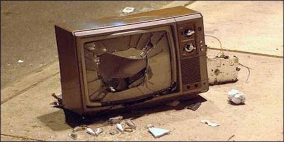 Televisión, censura, propaganda, sectarismo y manipulación.