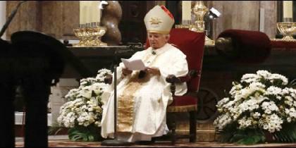 El cardenal Cañizares preside la Misa de la Asunción en la catedral de Valencia