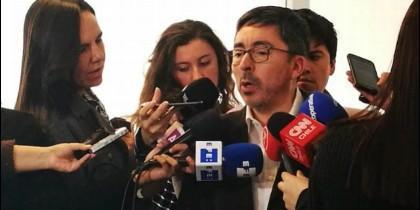 El portavoz de los obispos chilenos, Jaime Coiro, comparece ante la prensa