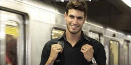 Guilherme Leão es el policía más sexy de Brasil, según una encuesta entre viajeras del Metro de Sao Paulo.