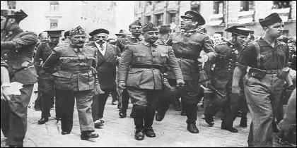 Los generales Cavalcanti, Francisco Franco y Mola, en 1936, durante la Guerra Civil española.