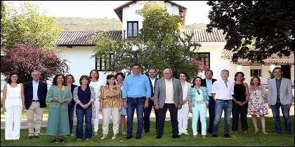 Pedro Sánchez y sus ministros en la finca de Quintos de Mora, en Los Yebenes.