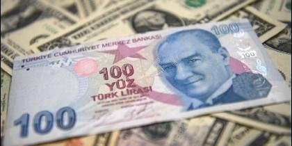 Moonedas y divisas: la lira turca y el dólar.