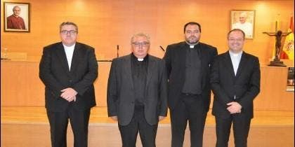 Tomás Cobo, segundo por la izquierda