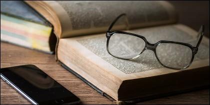 Libro, lector, gafas, cultura y tendencia política.