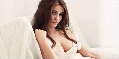 Melani Olivares posa desnuda en plena calle.