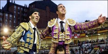 Padilla y El Fandi, por la puerta grande en la última corrida de a pie de la feria de Valladolid.