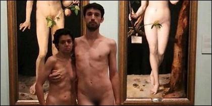 Adrián Pino y Jet Brühl en cueros vivos en el Museo del Prado.