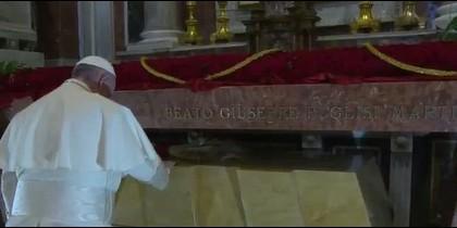 El Papa, ante la tumba de Pino Puglisi