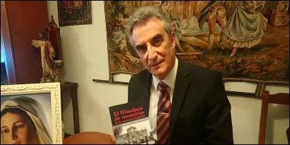 Laureano Benítez Grande-Caballero y su libro 'El Himalaya de mentiras de la memoria histórica'.