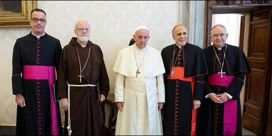 El papa sufrió una caída pero está bien, afirma el portavoz vaticano