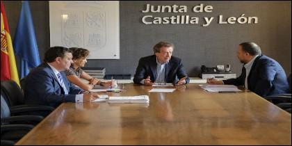 José Antonio de Santiago-Juárez y miembros del Consejo Comarcal