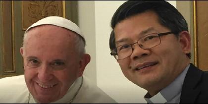 Monseñor Long, obispo de Parramatta, con el Papa Francisco