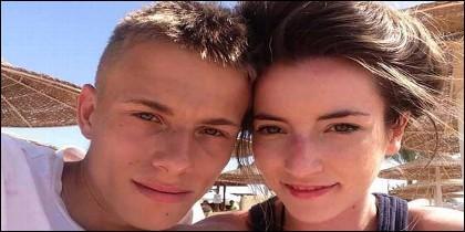 Alex Skeel y su novia Jordan Worth.