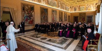 Francisco recibe en audiencia al arzobispo y sacerdotes de la Archidiócesis