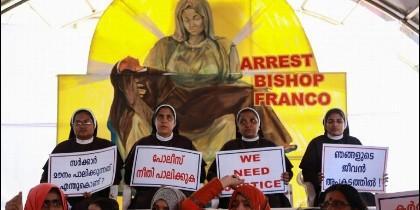 Las monjas, contra el obispo