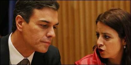 Pedro Sánchez y Adriana Lastra (PSOE).