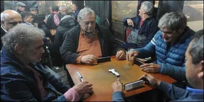 Bar, pueblo y partida: El universo masculino del dominó.