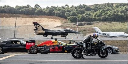 Tesla, un caza, una moto y un Fórmula 1