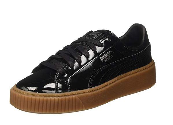 5e34a15f9a79d Un básico es tener unas zapatillas en color oscuro