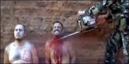 Sicarios de un cartel rival decapitados con motosierra por otros narcos.