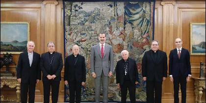 La cúpula episcopal y los responsables de la Fundación Pablo VI, con Felipe VI