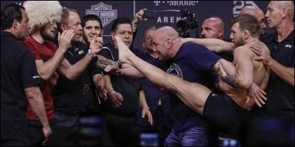 UFC: Conor McGregor agredió a Khabib Nurmagomedov.