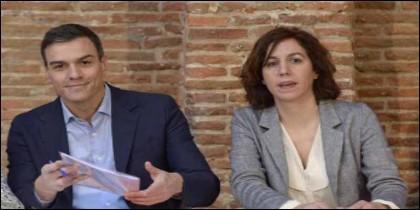 Pedro Sánchez con Irene Lozano.