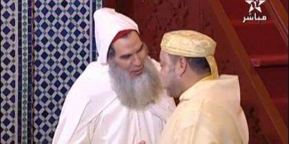 El jeque Mohamed Fizazi saludando al rey de Marruecos Mohamed VI