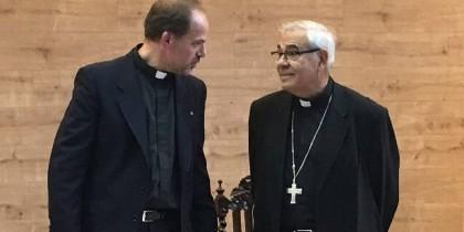 Javier Martínez, con el rector de la Facultad de Teología de Granada