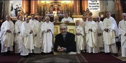 La iglesia de San Antón acogió ayer una misa homenaje al jesuita, fundador de 'Horizontes Abiertos'