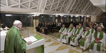 El Papa denuncia a los 'demonios educados' que 'viven en casa sin pagar el alquiler'