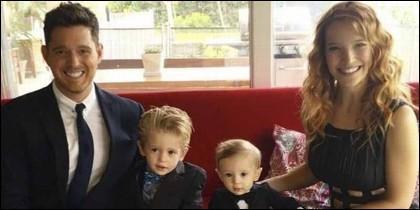 Michael Bublé con Luisana Lopilato y sus hijos Noah y Elías.