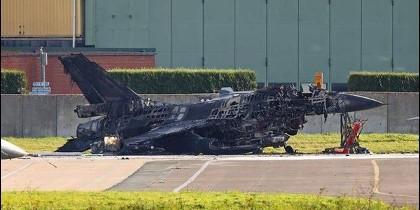 F16 destruido por la explosión