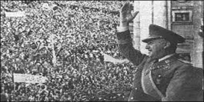 Franco en la Plaza de Oriente de Madrid.