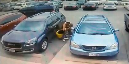 Golpiza de un hombre a una mujer por un puesto de parking