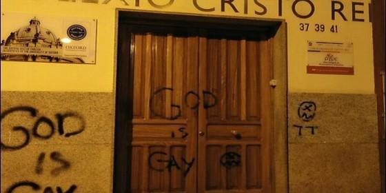 Pintadas antireligiosas en el colegio Cristo Rey de Ferrol