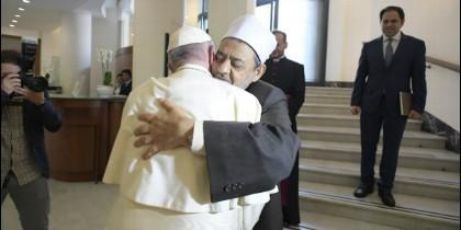 El Papa recibe a Al-Tayyib en la Casa Santa Marta