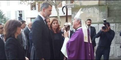 Los Reyes acuden al funeral en Manacor, presidido por el obispo de Mallorca