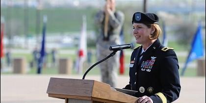 La teniente general Laura J. Richardson