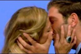 Makoke y Darek besándose  (Telecinco)