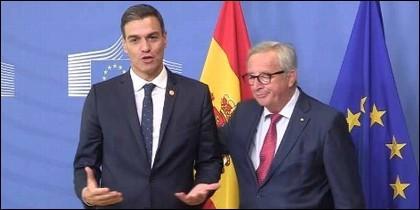 Jean-Claude Juncker  saca de escena a Pedro Sánchez.