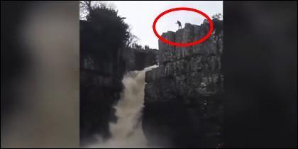 Salto desde cascada