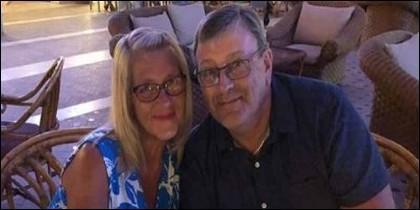 David Humphries, con su esposa, en Egipto, al celebrar los 39 años de casados, un día antes de fallecer.