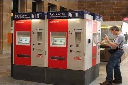 Alemania: Máquina expendedora de billetes en la estación de tren.