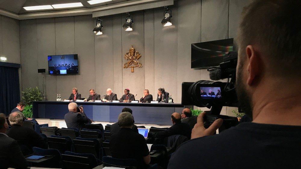 El papa afirma que es un momento difícil para la Iglesia Católica