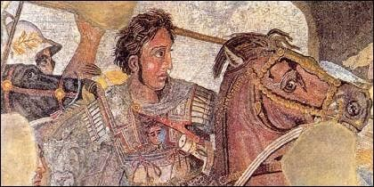Alejandro Magno caraga a caballo al frente de sus tropas macedonias.