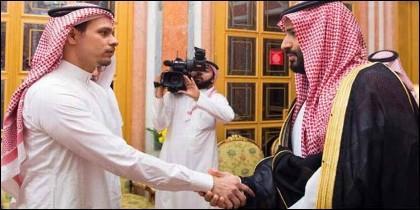 l hijo de Khasoggi obligado a saludar al príncipe heredero saudí.