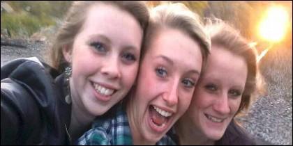 Essa, su hermana Savanna Ricker y su amiga Kelsea Webster, instantes antes de ser arrolladas por un tren en el primer accidente mortal que registraron los medios por una selfie.