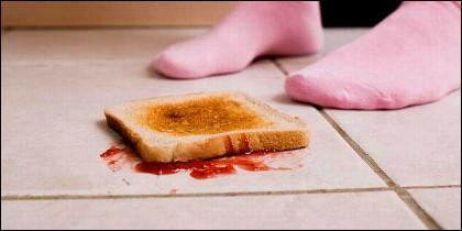Tostada caida en el suelo